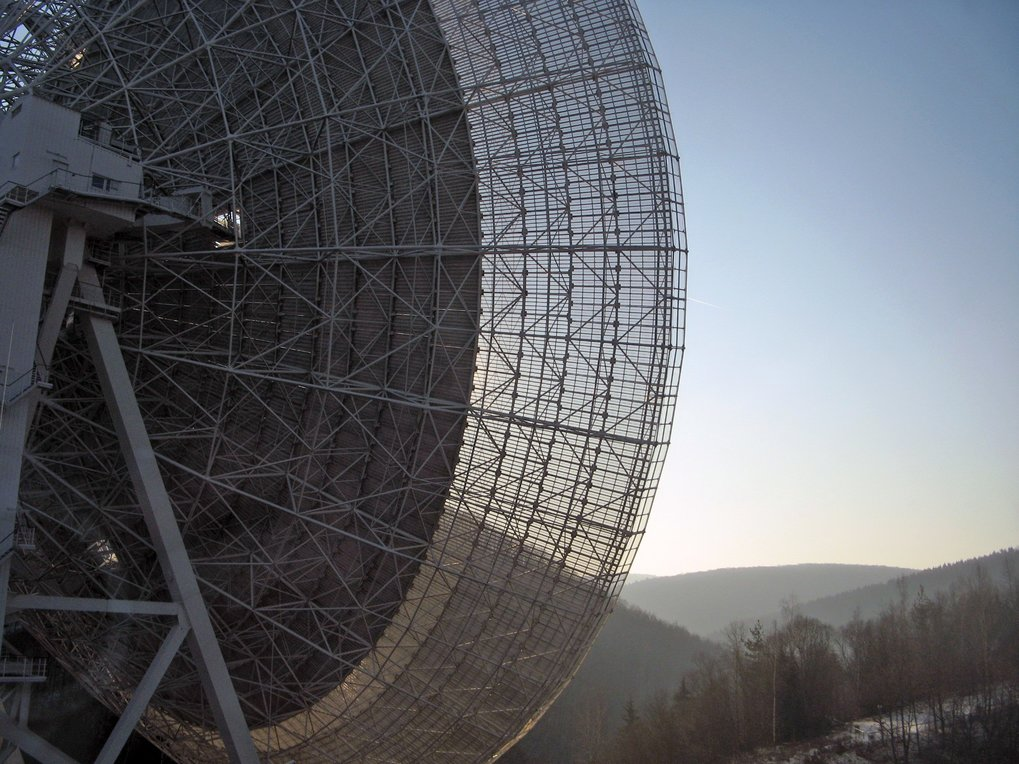 An ear in space: The 100-m Effelsberg radio telescope during regular observations of the Galactic Centre region for unidentified pulsars. The Galactic Centre is in the Sagittarius constellation, which is extremely close to the horizon in the southern direction, and is only visible for approximately 2 hours every day.