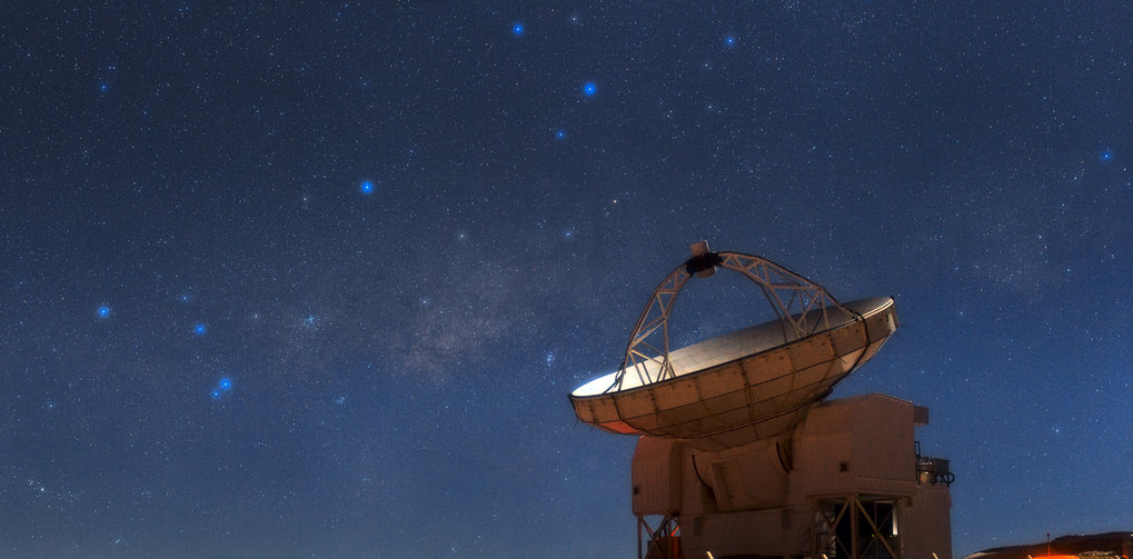 <p><em>The Atacama Pathfinder Experiment (APEX) telescope sits atop the plateau of Chajnantor in the Chilean Andes, more than 5,100 metres high. To the left of APEX is the central region of the Milky Way, where the supermassive black hole Sagittarius A* lurks. </em></p>