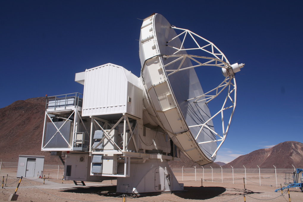 The Atacama Pathfinder Experiment (APEX) at the Chajnantor plateau in Northern Chile, 5100 m above sea level. The linear distance of 11,000 km between APEX and the Effelsberg 100-m radio telescope in Germany nicely corresponds to the distance of the nearby star Sirius in the scale of the Effelsberg Planetary Walk.