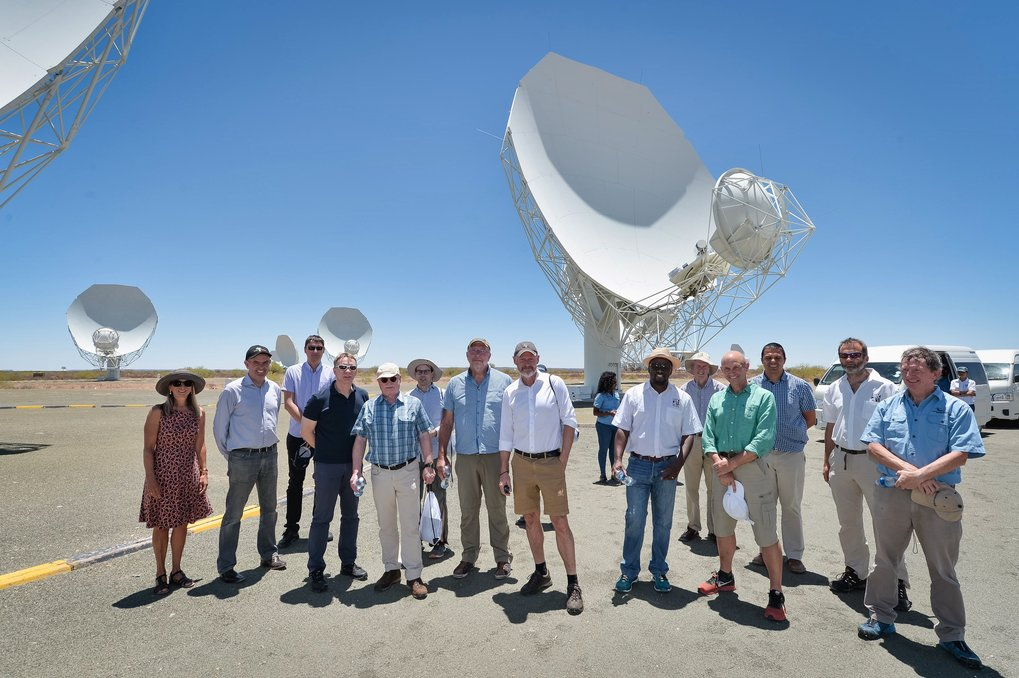 The president of the Max Planck Society, Prof. Martin Stratmann (the fifth from the left side), visiting the Karoo site of the MeerKAT radio telescope in South Africa with aGerman delegation.